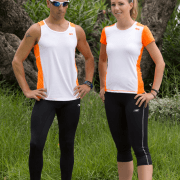 camiseta club c disponible chica y chico color blanco y naranja