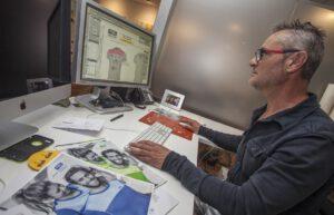 Koke, encargado de diseñar los dorsales para eventos deportivos