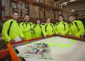 El personal de logística encargados de todo lo que sale y entra al almacén. De izquierda a derecha: Félix, Luis, Sonia, Yolanda, Mº Jesús y Cristian