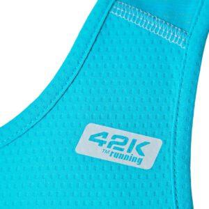 Camiseta running color azul, tejido técnico liso y jaspe. detalle